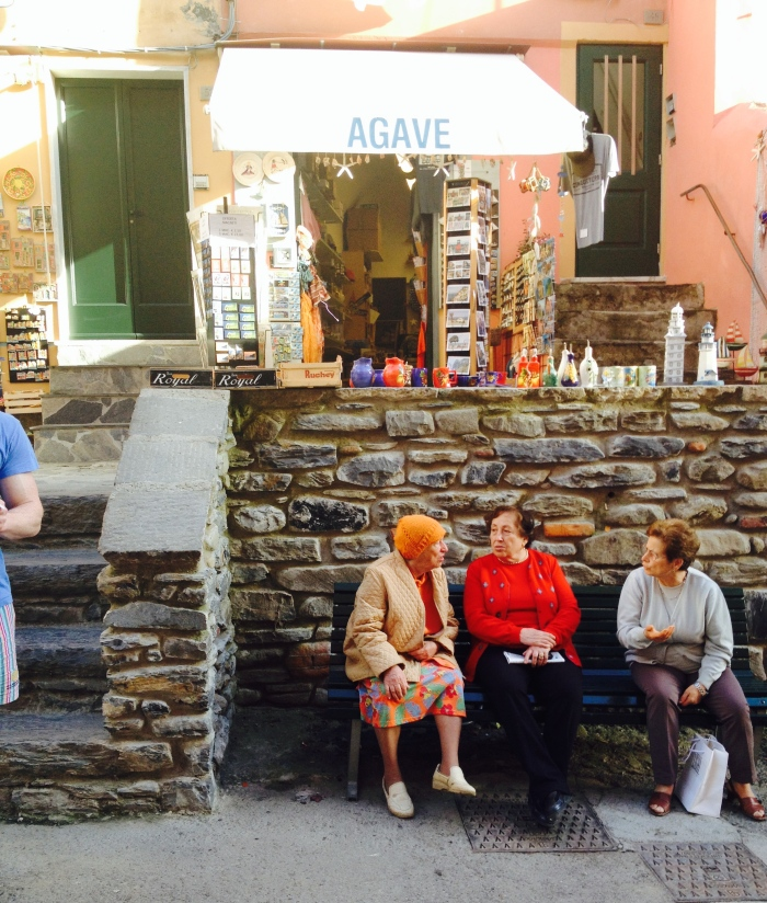 Morning chit-chats in Vernazza