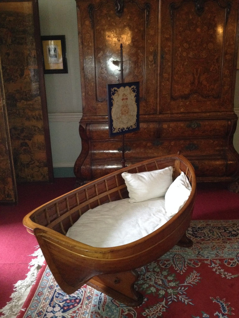 A canoe bed! Looks pretty cosy!